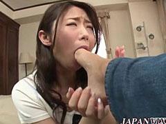足の指を舐める