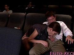 映画館でフェラチオ