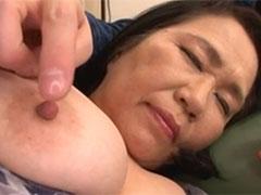 還暦熟女の乳首