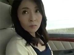 熟女の車内フェラ