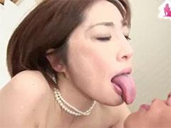 熟女のエロい舌