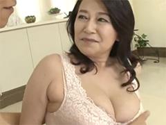 巨乳の還暦熟女
