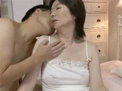 熟女の透け乳首
