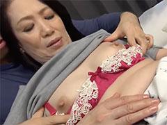 熟女のピンク乳首
