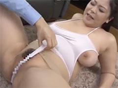 熟女のハミ乳レオタード